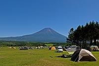 オートキャンプと富士山 (朝霧高原)