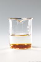 コーヒーシュガーが水に溶ける様子 B12-3