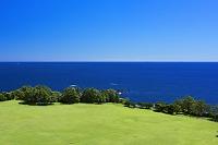 和歌山県 潮岬タワーから望楼の芝生と太平洋
