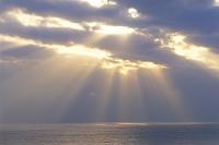 光と光る海