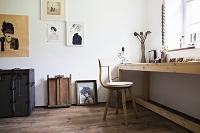 木製家具のインテリがある部屋