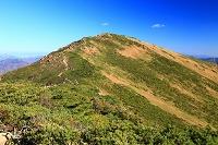 群馬県みなかみ町 片品村 小至仏山頂上より至仏山