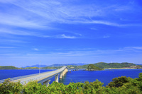 山口県 角島大橋 瀬崎陽の公園から望む角島大橋と海士ヶ瀬 青空