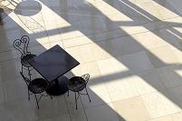 大理石のフロア テーブルと椅子