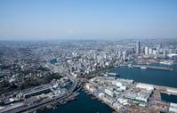 神奈川県 港の見える丘公園、山下公園周辺より横浜市街地と富士山