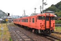 岡山県 津山線 駅へ進入するキハ47系快速ことぶき