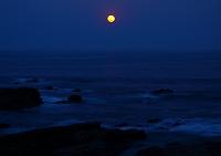 和歌山県 串本町 満月と海