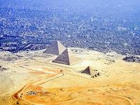 エジプト カイロとギザの三大ピラミッド
