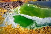 エチオピア 地下から湧く熱水によるカラフルなダロールクレーター