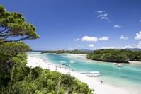 沖縄県 白い砂とエメラルドグリーンの海が美しい川平湾
