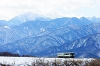 山梨県 小海線と甲斐駒ケ岳