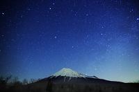 静岡県 富士南麓線 富士山と星空