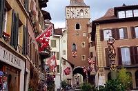 スイス ラ・ヌーヴヴィル パナレット騎士の噴水と時の塔(北城...