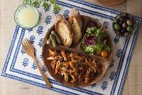 ペンネボロネーゼとサラダとバゲット