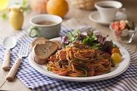 スパゲティナポリタンとサラダとバゲット