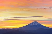 山梨県 富士山と朝焼けの空