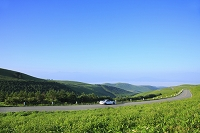 長野県 霧ヶ峰高原 ビーナスラインと青空