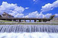 京都府 鴨川と三条大橋