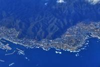 千葉県 飛行機から見た塩浦海水浴場と乙浜漁港