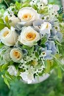 バラとあじさいと秋明菊のブーケ