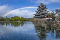 長野県 松本城と虹