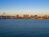 東京都 朝焼けとレインボーブリッジ