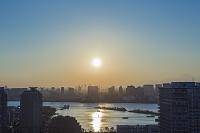 東京都 江東区 有明から望む東京湾と夕陽