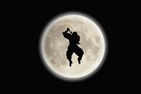 満月と忍者シルエット