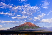 山梨県 早朝の富士山
