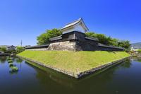 京都府 勝竜寺城 隅櫓と模擬塀と堀跡