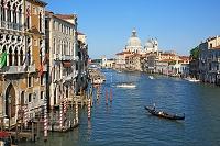 イタリア ヴェネツィア 大運河とサンタ・マリア・デッラ・サル...