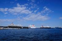大桟橋の大型客船