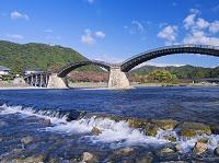山口県 秋の錦川と錦帯橋と岩国城