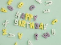 アルファベットのケーキ(HAPPY BIRTHDAY)