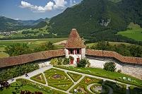 スイス グリュイエール城  庭園