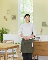 カフェの日本人女性店員