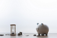 砂時計とお金と豚の貯金箱