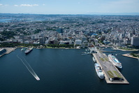 神奈川県 大さん橋、山下公園側より横浜市街地