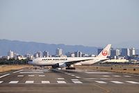 大阪国際空港 JAL 到着 着陸 移動