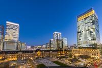 東京都 新丸ビルから見た東京駅丸の内駅前広場 夜景