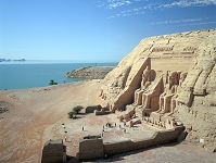 エジプト アブシンベル神殿とナセル湖