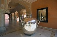 シティパレス 貴賓謁見の間にある銀の壷