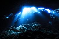 海中 宮古島 海底の穴