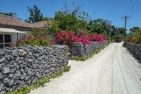 沖縄県 竹富島 赤瓦の民家