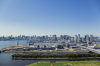 東京都 豊洲市場建設現場と晴海方面のビル群
