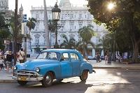 キューバ ハバナ クラシックカーと街並み