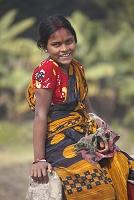 バングラデシュ・パハルプール サリーの女性