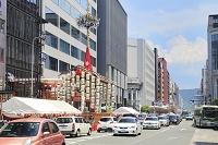 京都府 祇園祭 四条通の函谷鉾と長刀鉾