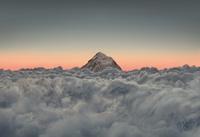 ネパール 雲海から出るエベレスト
