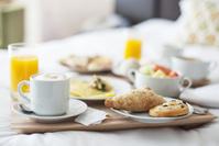 ベッドで朝食